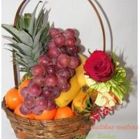 vaisių krepšys, vaisiai krepšelyje, vaisių pintinė
