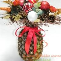 Kalėdinis dekoruotas ananasas