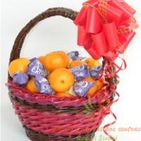 kalėdinis mandarinų krepšelis