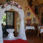arkos dekoravimas gėlėmis restorane