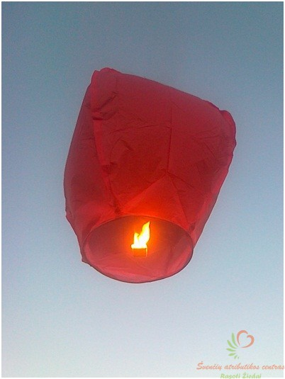raudonas dangau žibintas