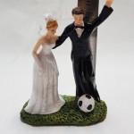 torto figurėlė jaunieji žaidžia futbolą