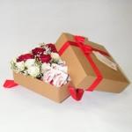 Kompozicija-balta-raudona-su-rafaelo-dezuteje-0646-1