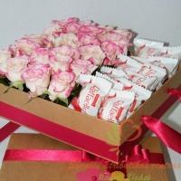 Rožinių rožių ir Rafaelo saldainių kompozicija dėžutėje