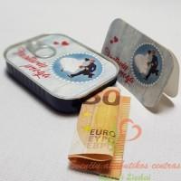 pinigai supakuoti skardinėje vestuvių proga