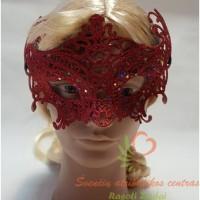 Raudona domino kaukė