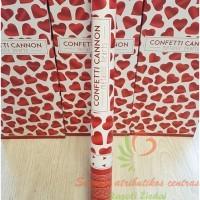 konfeti patranka raudonos širdelės