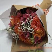 Madinga puokšė, puokštė kraftinėje pakuotėje, gėlės į namus