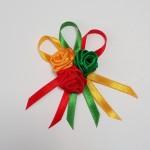 geltona žalia raudona gėlytė į atlapą, lietuviška atributika
