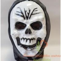 Balta kaukuolės kaukė
