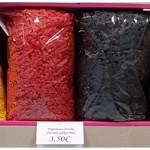 spalvotos dovanų pakavimo drožlės