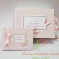 Rinkinį sudaro Krikšto prisiminimų dėžutė ir Mini albumas krikštynų palinkėjimų knyga A5H