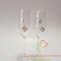 Šampaninės taurės jauniesiems su pieštomis rožėmis