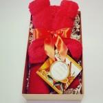 Dovanų rinkinys meškutis iš rankšluosčio su apesinų ir cinamono aromato muilu