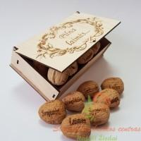 Pilna laimės riešutų graviruota dėžutė