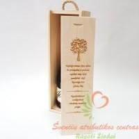 Graviruota dėžė vyno buteliui medinių vestuvių proga
